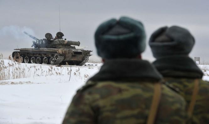 """Video: Cận cảnh """"xe tăng bay"""" T-80 ảnh 2"""