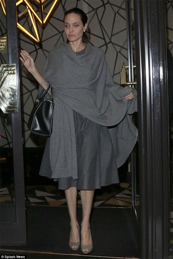 """Angelina Jolie """"trơ xương"""" sau tin đồn tiều tụy sắp chết ảnh 3"""