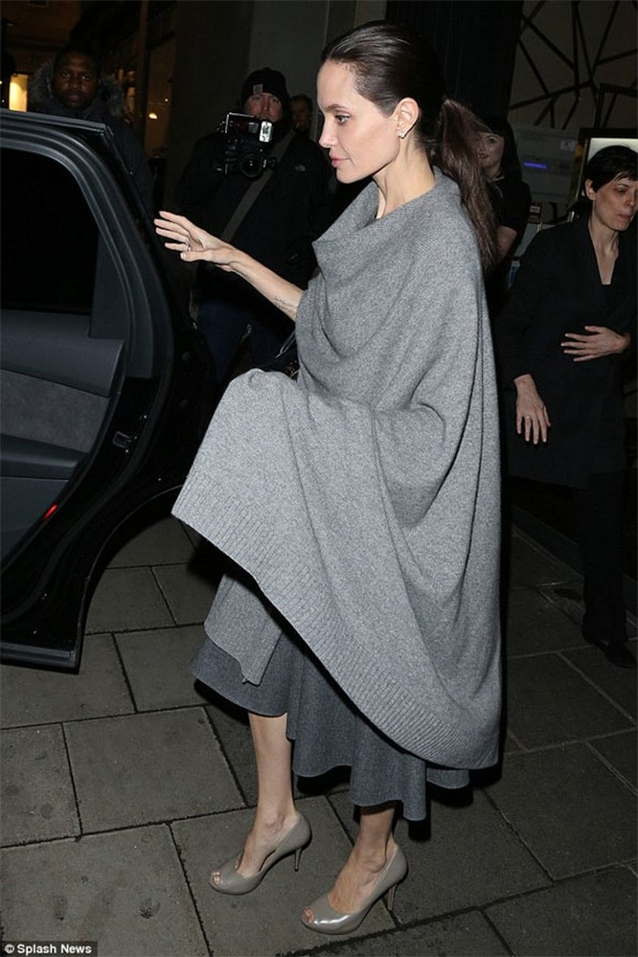 """Angelina Jolie """"trơ xương"""" sau tin đồn tiều tụy sắp chết ảnh 5"""