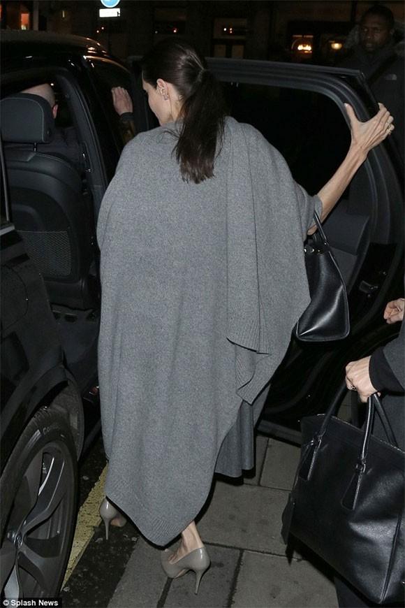 """Angelina Jolie """"trơ xương"""" sau tin đồn tiều tụy sắp chết ảnh 1"""