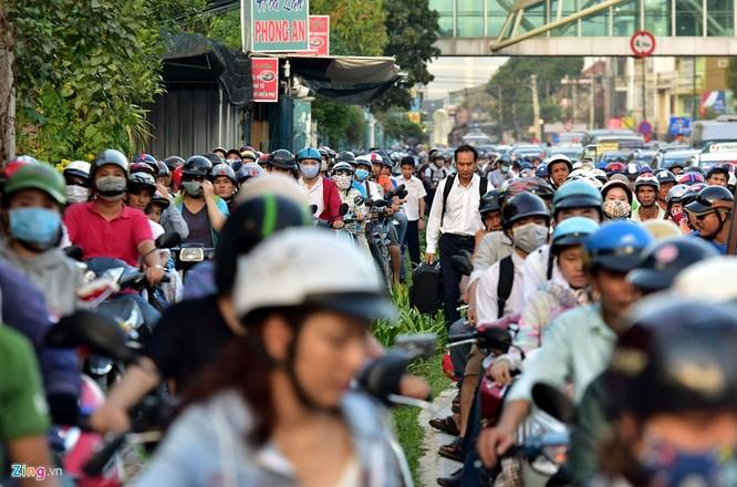 Tp.HCM: Nhiều người chạy bộ tới sân bay Tân Sơn Nhất ảnh 11