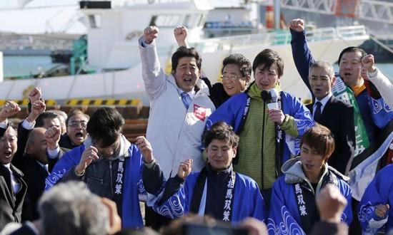 """Thủ tướng Nhật """"chọn cá"""" sau thảm hoạ rò rỉ phóng xạ Fukushima ảnh 4"""