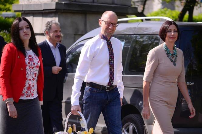 Bị nghi bỏ trốn, cựu Thủ tướng Ukraine lần đầu xuất hiện ảnh 2