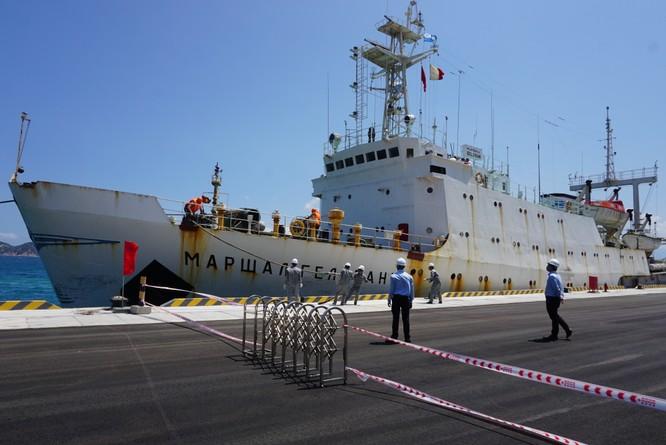 Sau chiến hạm Pháp, 'Nguyên soái Gelovani' lại cập cảng Cam Ranh ảnh 1