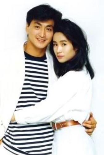 Về chuyện tình cảm riêng, Hà Gia Kính thừa nhận, anh khá lận đận. Khi mới bắt đầu khởi nghiệp, anh từng có thời gian hẹn hò nữ diễn viên Đài Loan - Kim Tố Mai (sinh năm 1964). Cặp đôi được mệnh danh là