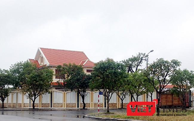 Khu biệt thự của ông Lê Phước Hoài Bảo (SN 1985), Giám đốc Sở KH-ĐT tỉnh Quảng Nam tại địa chỉ khối phố Mỹ Thạch Bắc, phường Tân Thạnh, TP Tam Kỳ, tỉnh Quảng Nam.