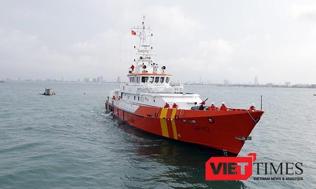 Tàu SAR 412 mang sứ mệnh cứu nạn trở về cùng 34 ngư dân trên tàu cá QNa 95959TS