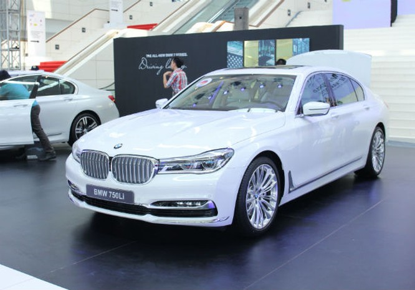Rolls-Royce Ghost và BMW i8 bỗng nhiên xuất hiện tại BMW World Vietnam 2016 ảnh 4