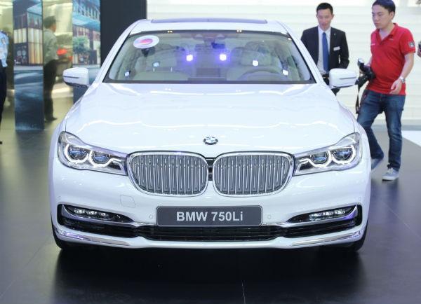 Rolls-Royce Ghost và BMW i8 bỗng nhiên xuất hiện tại BMW World Vietnam 2016 ảnh 3