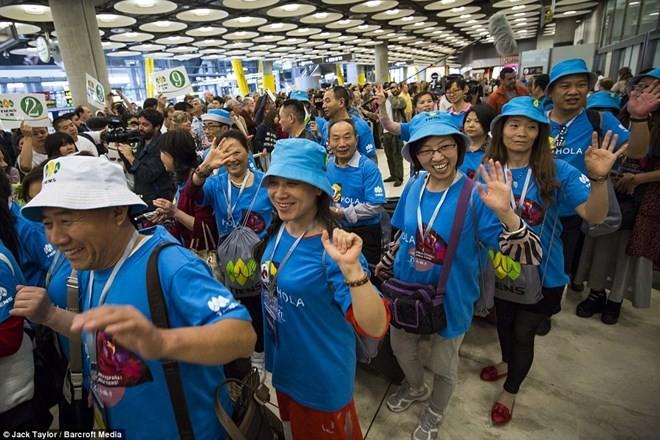 """Tỷ phú Trung Quốc """"bao"""" 2.500 nhân viên đi du lịch Tây Ban Nha ảnh 1"""
