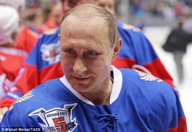 """Video: Putin ngã """"chổng vó"""" trên sân băng ảnh 9"""