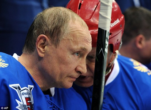 """Video: Putin ngã """"chổng vó"""" trên sân băng ảnh 12"""