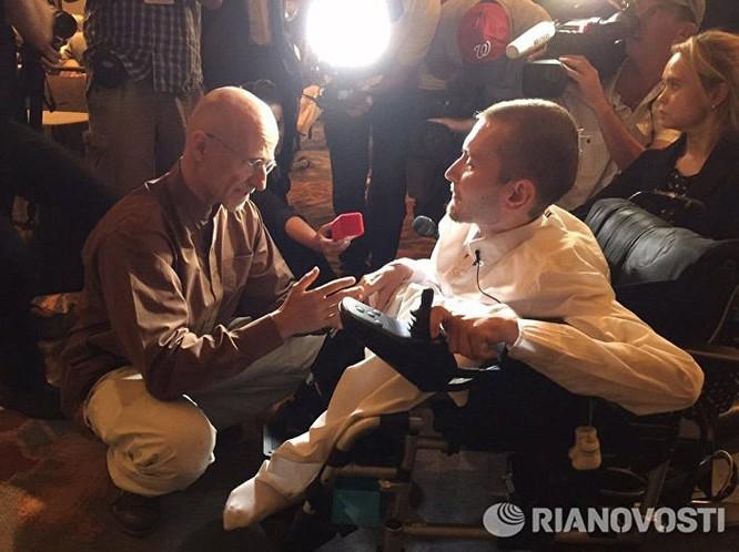 Сác nhà khoa học Nga tham gia chuẩn bị việc cấy ghép đầu ảnh 1