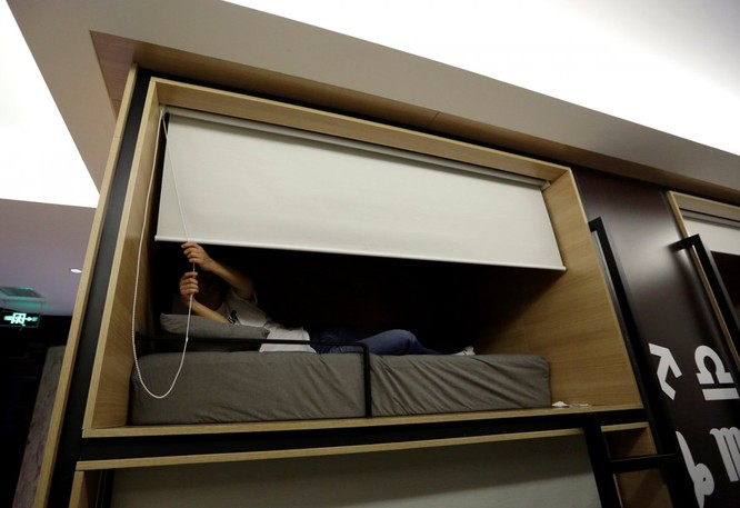 Cận cảnh cuộc sống ăn, ngủ, tắm ngay tại văn phòng của nhân viên IT Trung Quốc ảnh 2