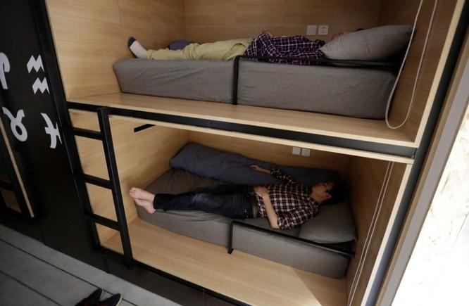 Cận cảnh cuộc sống ăn, ngủ, tắm ngay tại văn phòng của nhân viên IT Trung Quốc ảnh 5