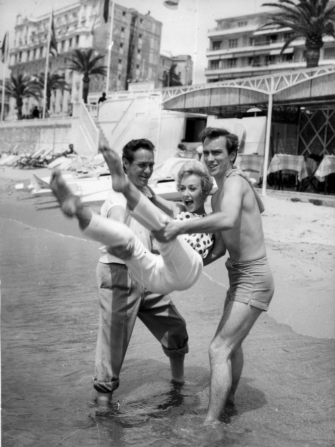 Các diễn viên Richard Todd, Carol Leslie và John Fraser, 1958