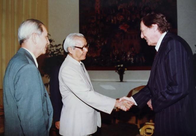 Thủ tướng Võ Văn Kiệt và ông Lê Văn Triết gặp Tổng giám đốc Hiệp định chung về thuế quan và thương mại (GATT) Mike Moore, trước khi Mỹ bình thường hóa quan hệ với VN - Ảnh tư liệu Lê Văn Triết