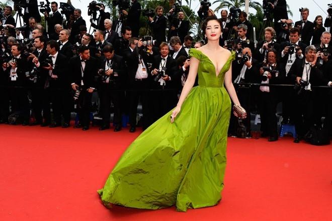 Bóc mẽ màn tỏa sáng tại Cannes của các sao châu Á ảnh 6