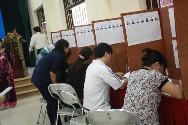 Chùm ảnh: Cử tri Hà Nội nô nức đi bầu cử ảnh 9