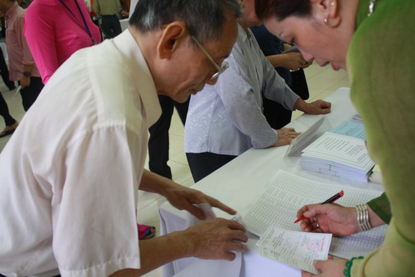 Chùm ảnh: Cử tri Hà Nội nô nức đi bầu cử ảnh 10