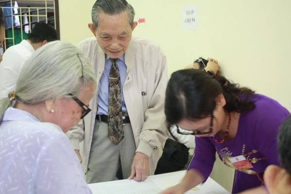 Chùm ảnh: Cử tri Hà Nội nô nức đi bầu cử ảnh 11