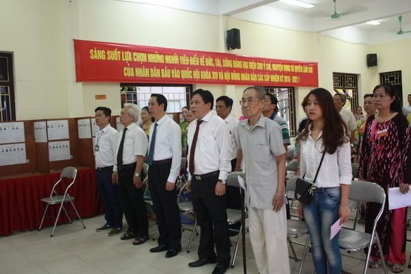 Chùm ảnh: Cử tri Hà Nội nô nức đi bầu cử ảnh 1