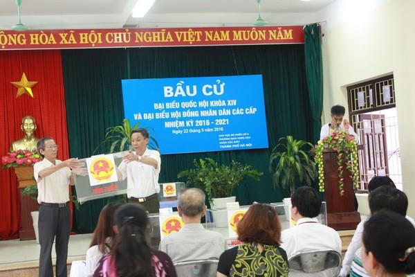 Chùm ảnh: Cử tri Hà Nội nô nức đi bầu cử ảnh 2