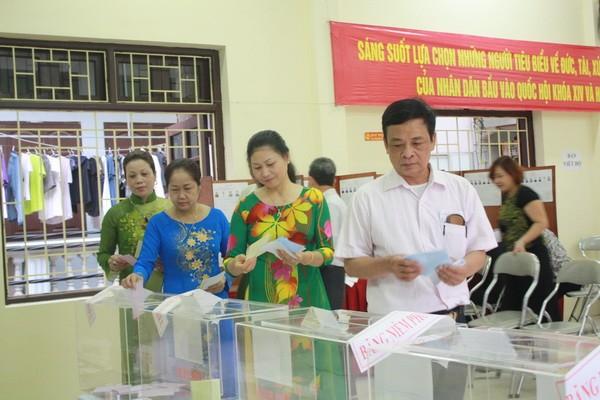 Chùm ảnh: Cử tri Hà Nội nô nức đi bầu cử ảnh 5