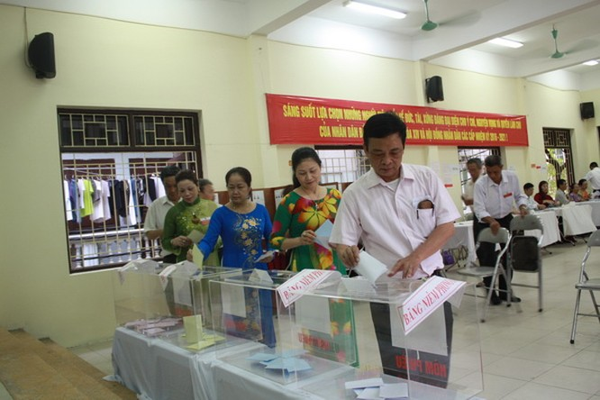Chùm ảnh: Cử tri Hà Nội nô nức đi bầu cử ảnh 6