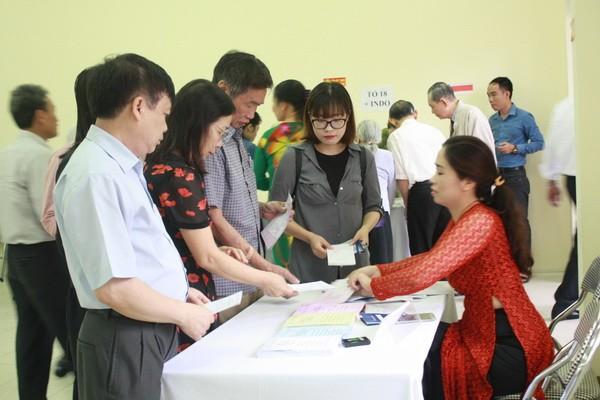 Chùm ảnh: Cử tri Hà Nội nô nức đi bầu cử ảnh 7