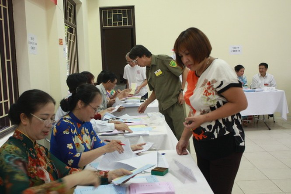 Chùm ảnh: Cử tri Hà Nội nô nức đi bầu cử ảnh 8