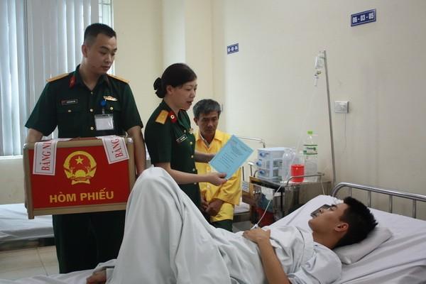 Chùm ảnh: Cử tri Hà Nội nô nức đi bầu cử ảnh 13