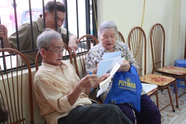 Chùm ảnh: Cử tri Hà Nội nô nức đi bầu cử ảnh 17