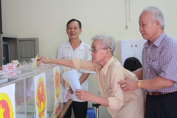 Chùm ảnh: Cử tri Hà Nội nô nức đi bầu cử ảnh 18