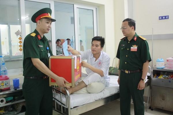 Chùm ảnh: Cử tri Hà Nội nô nức đi bầu cử ảnh 12