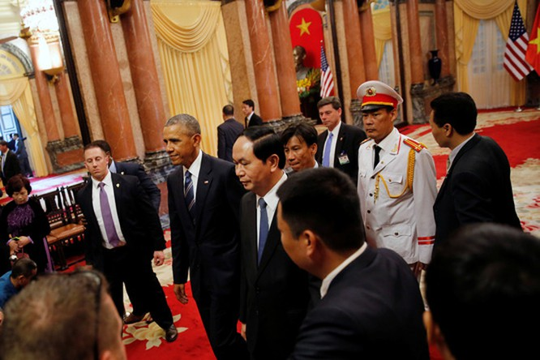 Video Tổng thống Obama họp báo: Mỹ sẽ tiếp tục tuần tra tự do hàng hải ở biển Đông ảnh 1