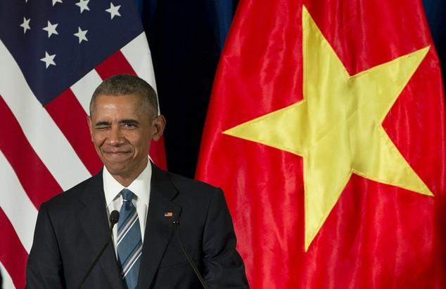 Tổng thống Obama uống bia, ăn bún chả, đi chợ đêm Hà Nội lên báo nước ngoài ảnh 11