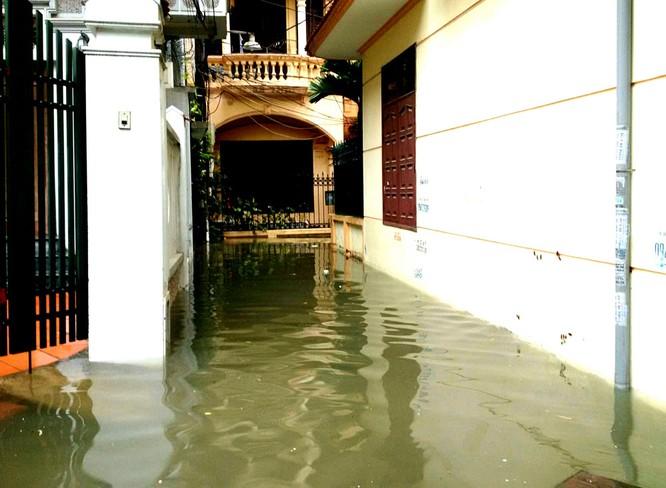 Hà Nội: Phố thành sông, giao thông tê liệt (video) ảnh 7