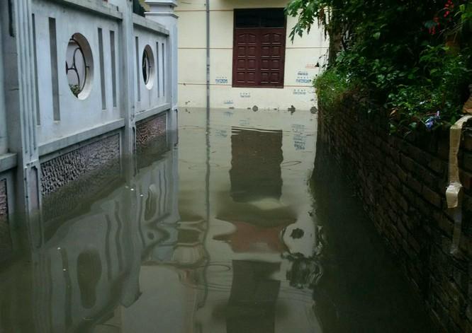 Hà Nội: Phố thành sông, giao thông tê liệt (video) ảnh 8