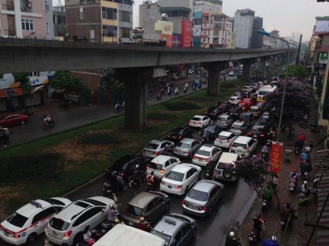 Hà Nội: Phố thành sông, giao thông tê liệt (video) ảnh 9
