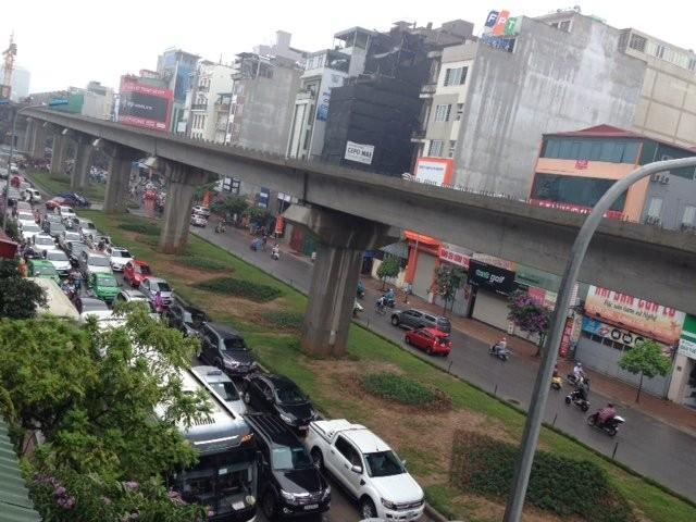 Hà Nội: Phố thành sông, giao thông tê liệt (video) ảnh 10