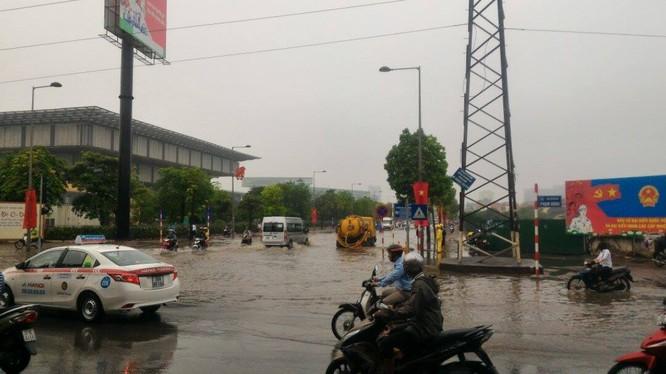 Hà Nội: Phố thành sông, giao thông tê liệt (video) ảnh 4