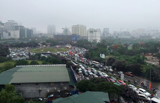 Hà Nội: Phố thành sông, giao thông tê liệt (video) ảnh 11