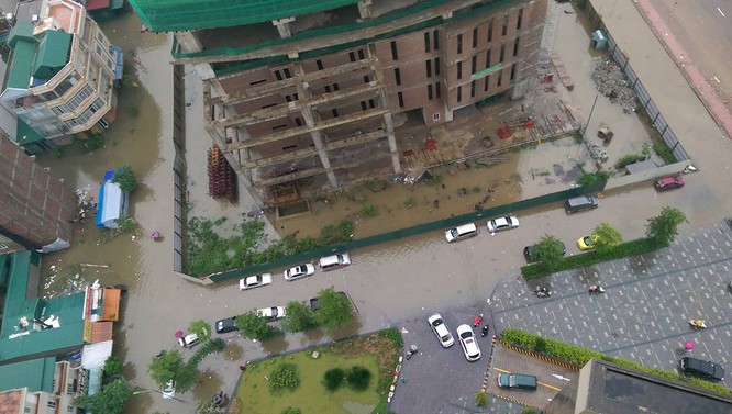 Hà Nội: Phố thành sông, giao thông tê liệt (video) ảnh 1