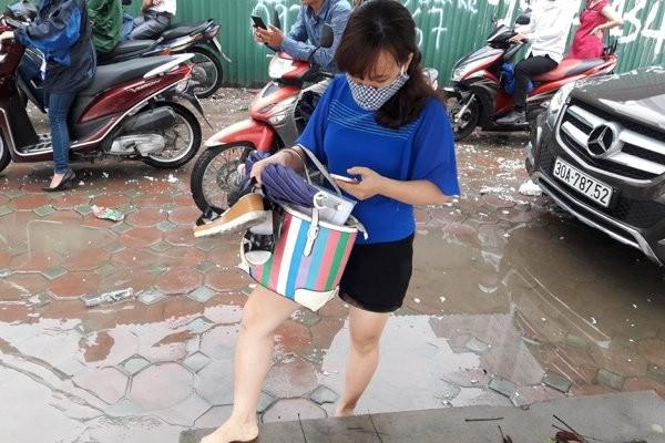 Hà Nội: Phố thành sông, giao thông tê liệt (video) ảnh 14