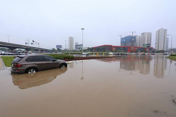 Hà Nội: Phố thành sông, giao thông tê liệt (video) ảnh 18