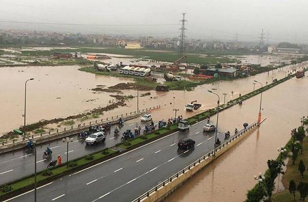 Hà Nội: Phố thành sông, giao thông tê liệt (video) ảnh 21