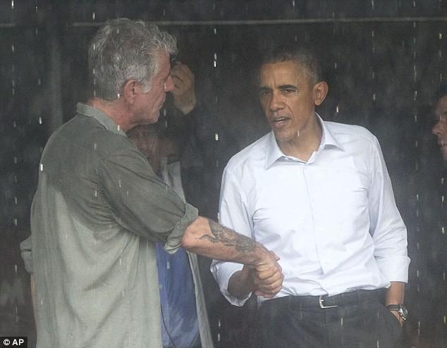 Tổng thống Obama uống bia, ăn bún chả, đi chợ đêm Hà Nội lên báo nước ngoài ảnh 12