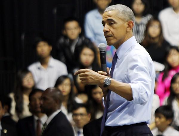 """Tổng thống Obama: """"Hồi trẻ tôi cũng ham chơi, bồ bịch"""" ảnh 1"""