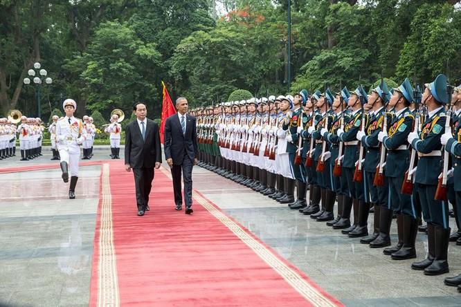 Ảnh Việt Nam đón Obama trang trọng và nồng hậu lên fanpage Nhà Trắng ảnh 2